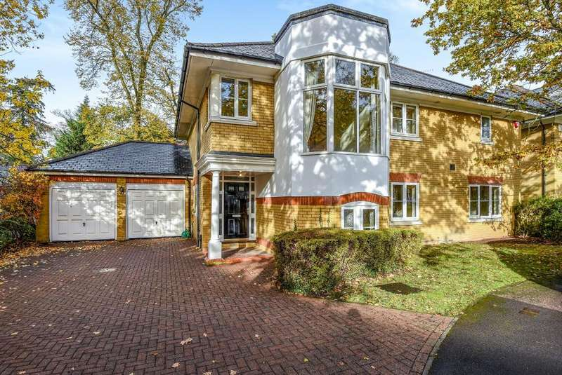 4 Bedrooms Detached House for sale in St David's Drive, Englefield Green, TW20