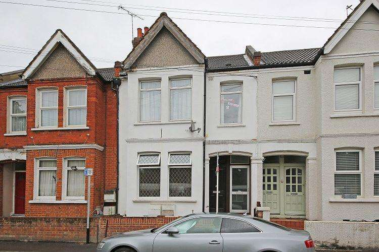 3 Bedrooms Maisonette Flat for sale in Byegrove Road