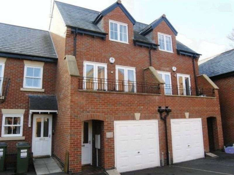 3 Bedrooms Property for sale in Underwood Court, Leicester