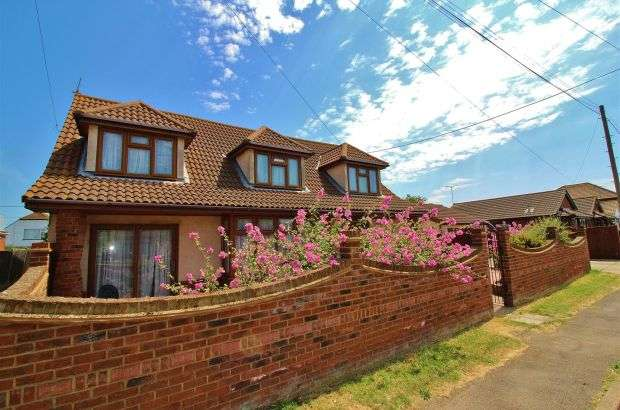 6 Bedrooms Detached House for sale in Bommel Avenue, Canvey Island