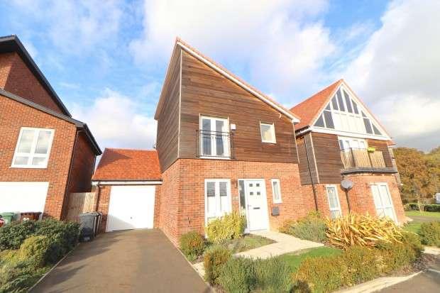 3 Bedrooms Detached House for sale in Sunflower Lane, Polegate, BN26