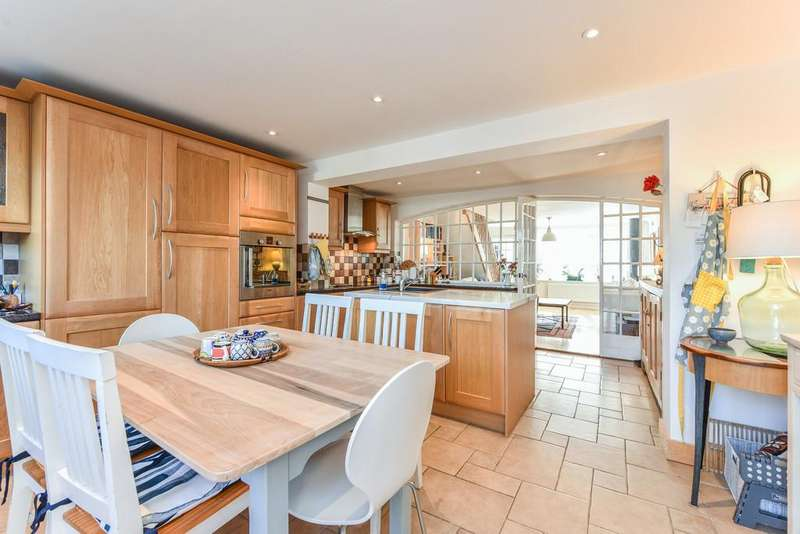 3 Bedrooms Terraced House for sale in Borough Hill, Petersfield