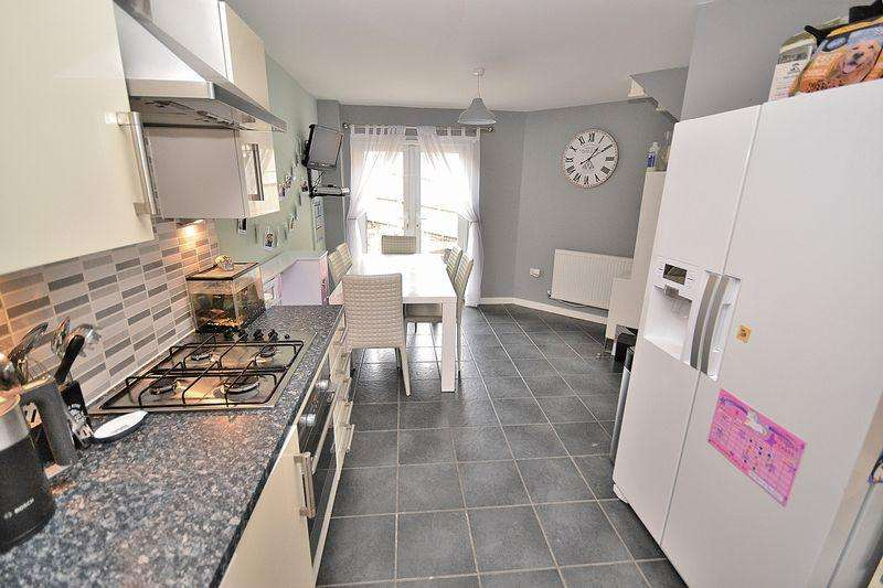 3 Bedrooms Semi Detached House for sale in Turnham Drive, Leighton Buzzard