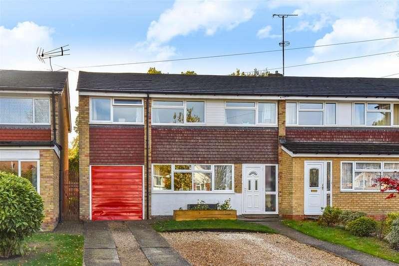 4 Bedrooms End Of Terrace House for sale in Lyneham Road, Crowthorne, Berkshire RG45 6NP