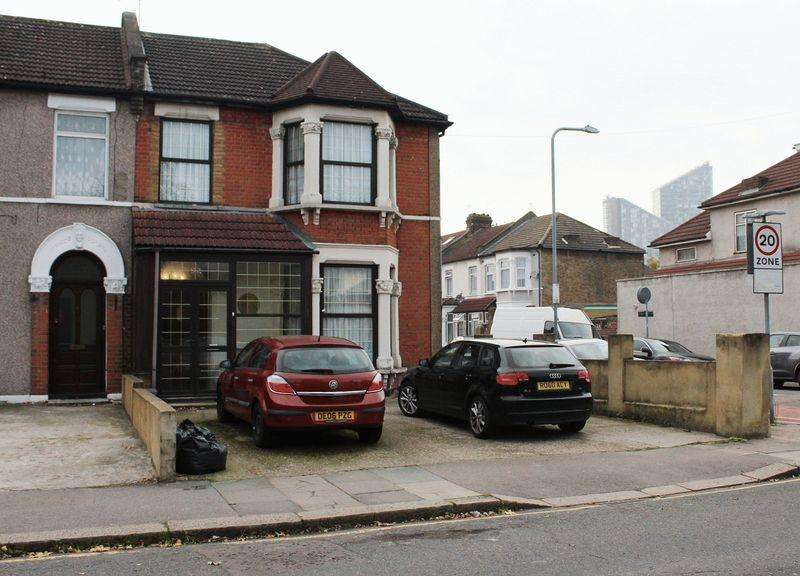 5 Bedrooms Terraced House for sale in Woodlands Road, Ilford