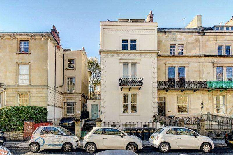 2 Bedrooms Apartment Flat for sale in Westbourne Place, Clifton