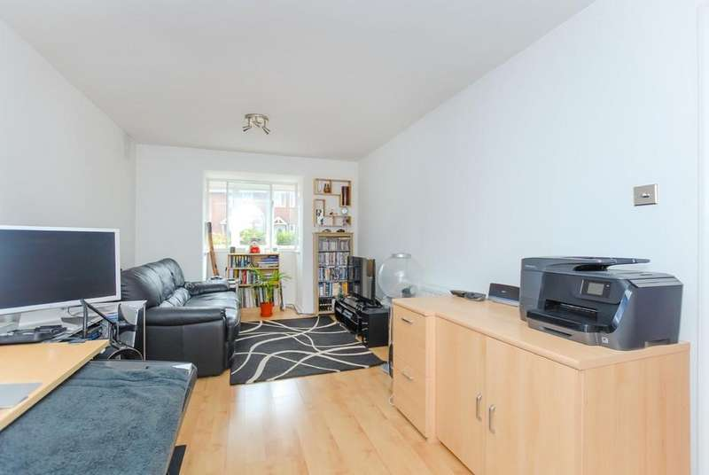 1 Bedroom Apartment Flat for sale in Colnbrook