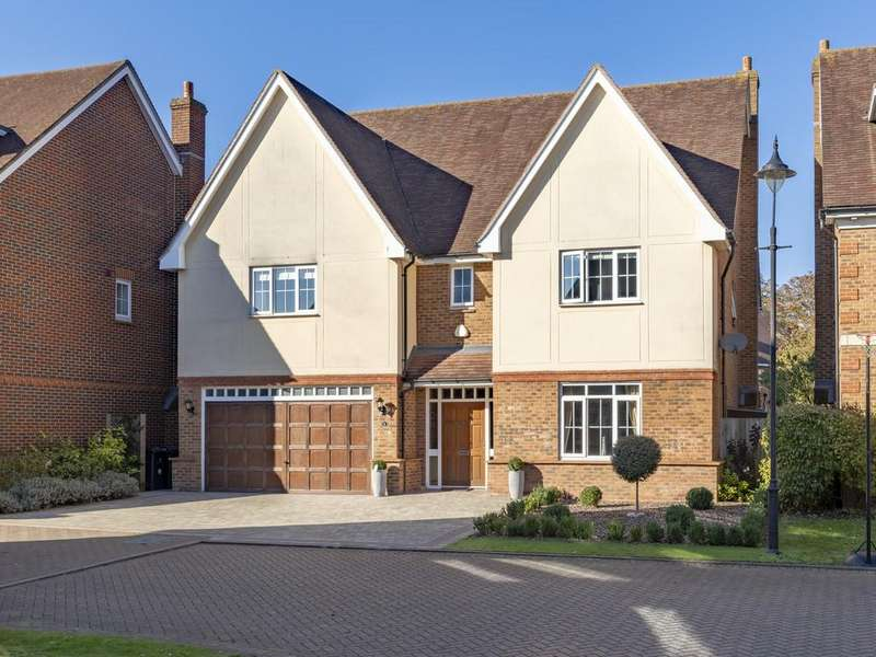 5 Bedrooms Detached House for sale in Brook Farm Close, Bishop's Stortford
