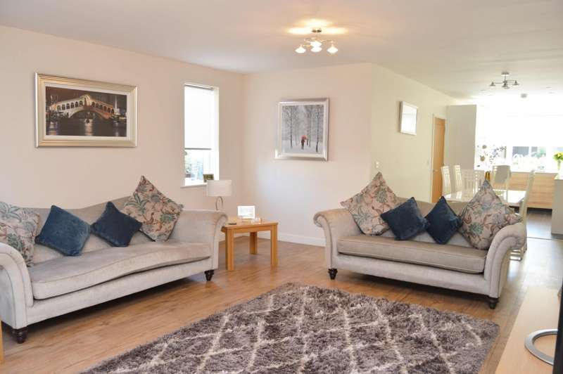 4 Bedrooms End Of Terrace House for sale in St Clements Avenue, Harold Wood