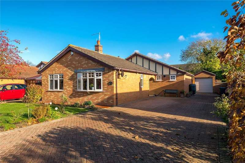 3 Bedrooms Detached Bungalow for sale in Tomlinson Way, Ruskington, Sleaford, Lincolnshire, NG34