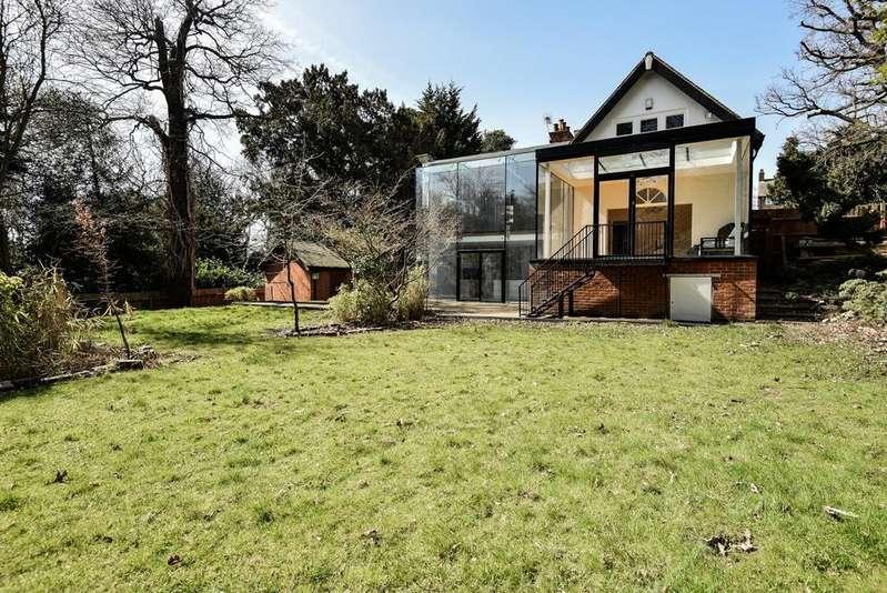 5 Bedrooms Detached House for sale in Court Road Eltham SE9