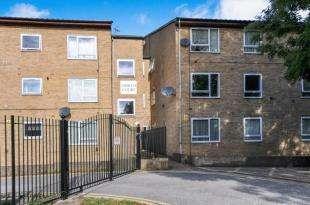 1 Bedroom Flat for sale in Abbots Court, Claret Gardens, London, .