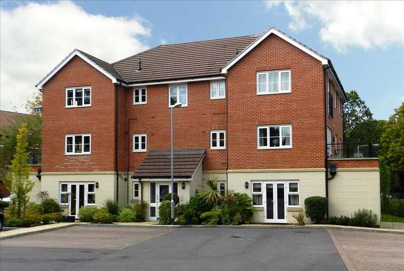 2 Bedrooms Apartment Flat for sale in Waterloo Road, Crowthorne