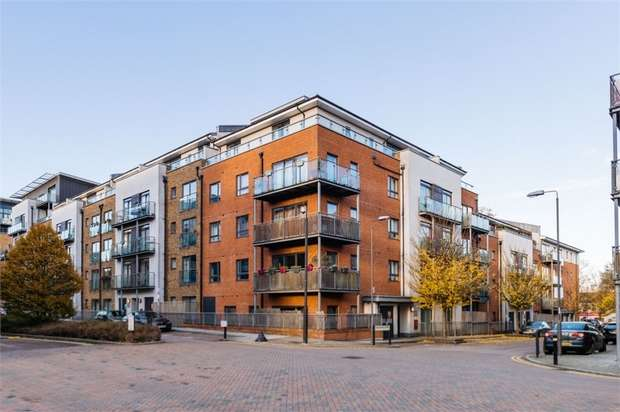 2 Bedrooms Flat for sale in Desvignes Drive, London