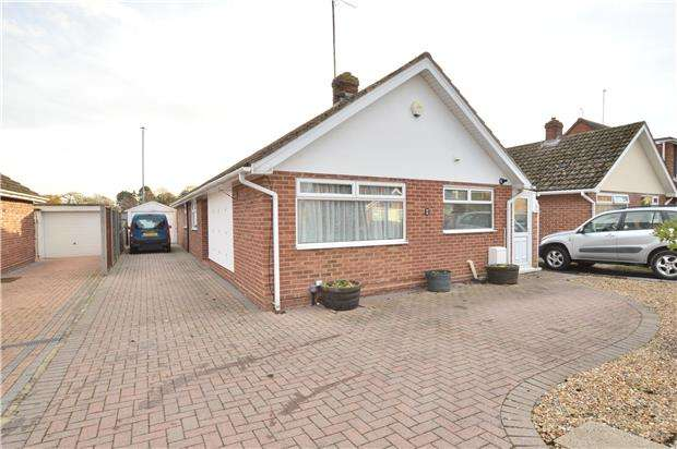 3 Bedrooms Detached Bungalow for sale in Sedgley Road, Bishops Cleeve GL52