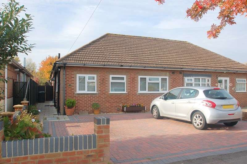 2 Bedrooms Bungalow for sale in Perth Road, Gosport