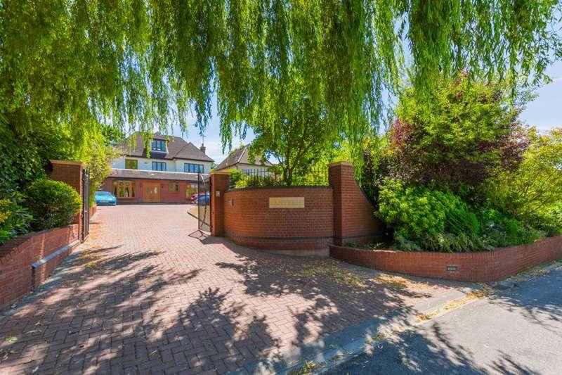 5 Bedrooms Detached House for sale in Mott Street, High Beach, IG10