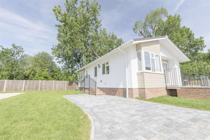 2 Bedrooms Park Home Mobile Home for sale in Lyngfield park, Huxtable Gardens, Maidenhead