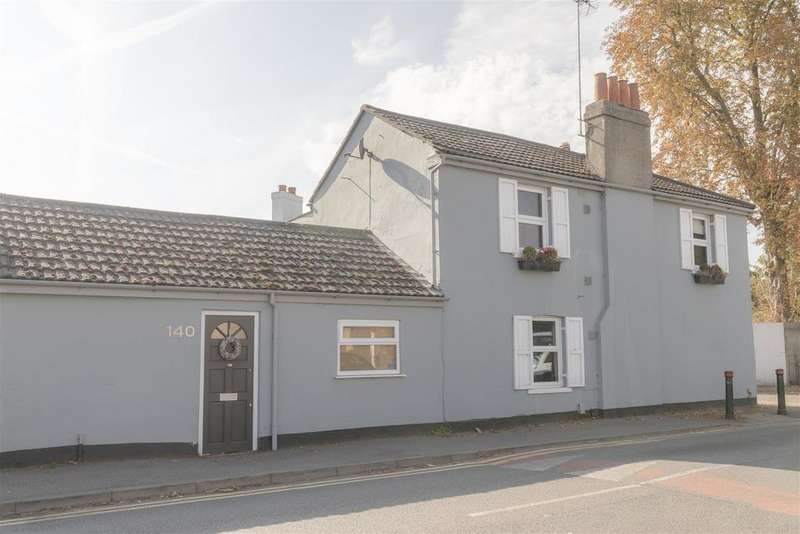 2 Bedrooms Semi Detached House for sale in Horton Road, Datchet, Slough