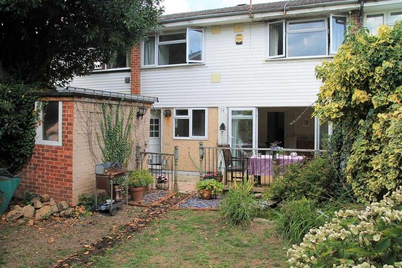 3 Bedrooms Terraced House for sale in Montrose Avenue, Datchet
