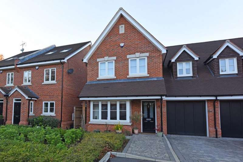 3 Bedrooms Semi Detached House for sale in The Hudsons, Wokingham