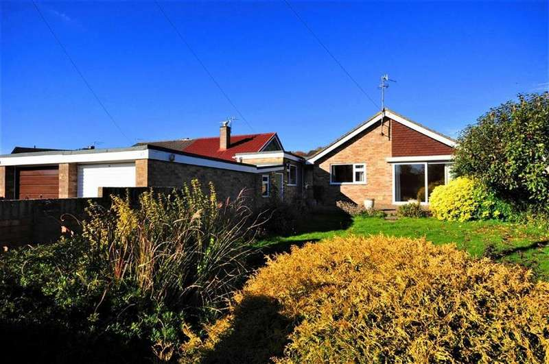 3 Bedrooms Bungalow for sale in The Chase, Cashes Green