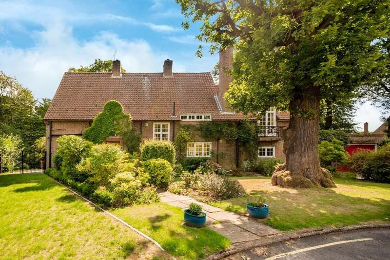 4 Bedrooms Detached House for sale in Sherrardspark Road, Welwyn Garden City