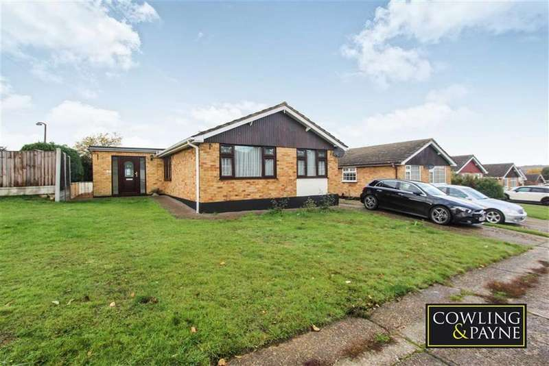 3 Bedrooms Detached Bungalow for sale in Long Meadow Drive, Wickford, Essex