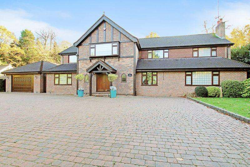 6 Bedrooms Detached House for sale in Rowhill Road, Dartford