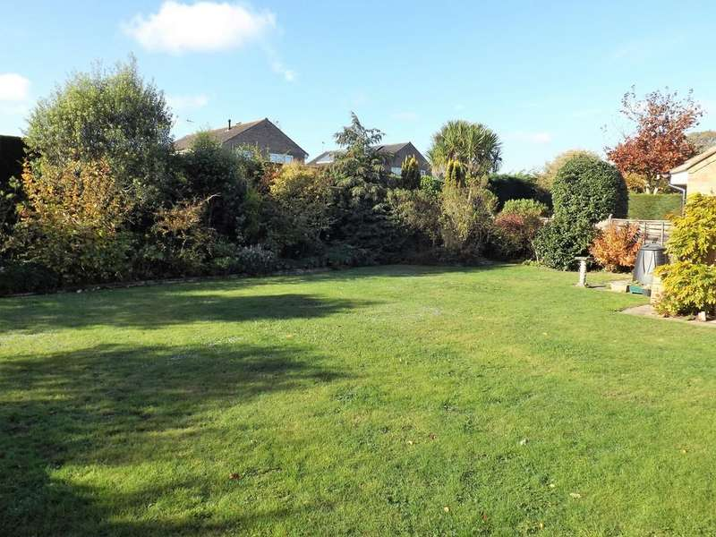 3 Bedrooms Detached Bungalow for sale in Kingfisher Crescent, Reydon, Nr Southwold