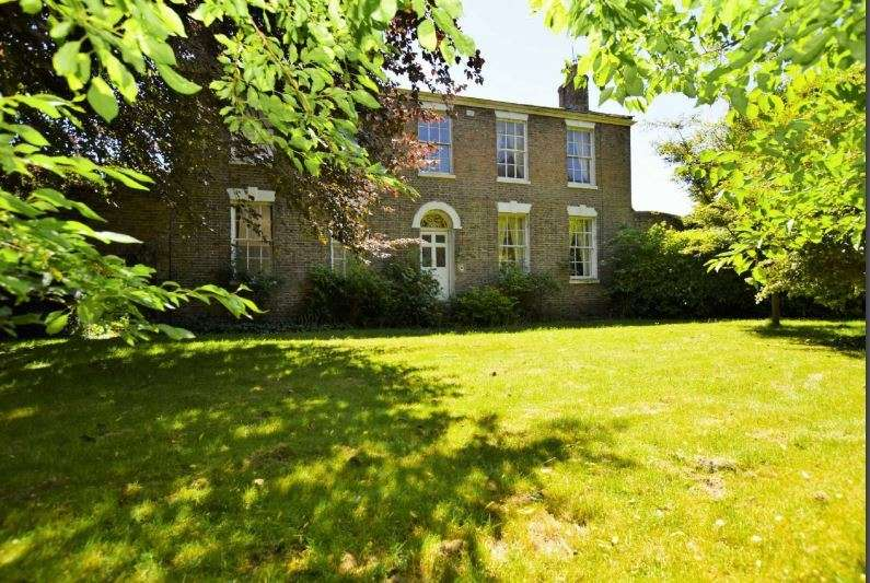 5 Bedrooms Property for sale in James Street, Louth, Lincolnshire, LN11 0JW