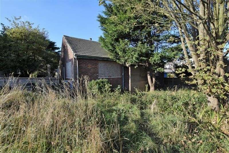 2 Bedrooms Bungalow for sale in Sutton Road, Trusthorpe, Mablethorpe, Lincolnshire, LN12 2PD