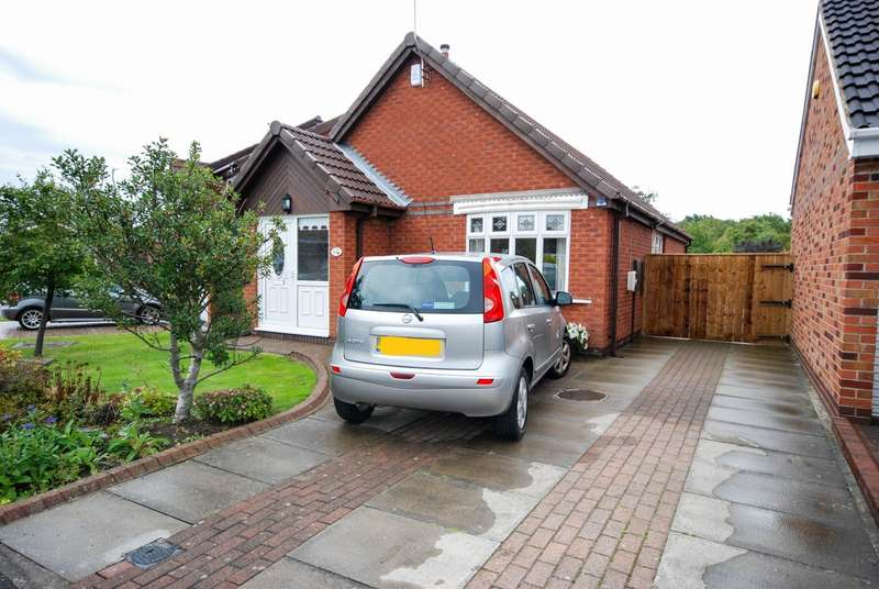 2 Bedrooms Bungalow for sale in Evesham Close, The Cotswolds