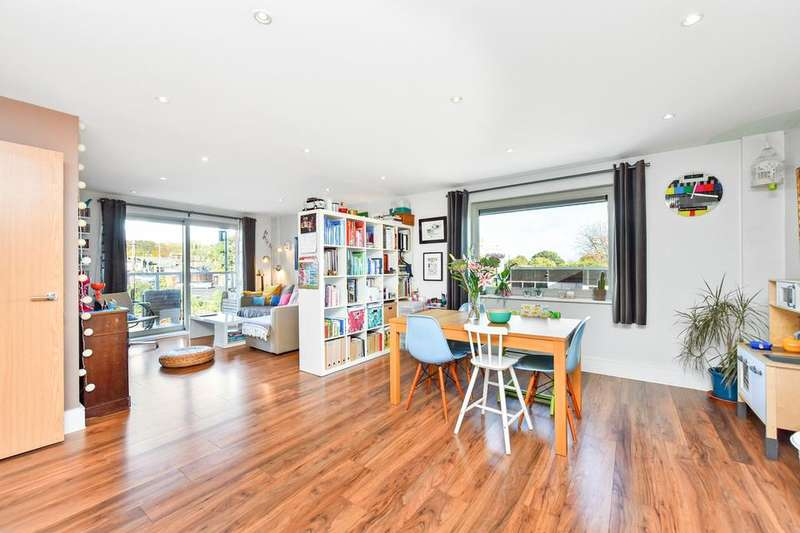 2 Bedrooms Flat for sale in Willow Way, London SE26