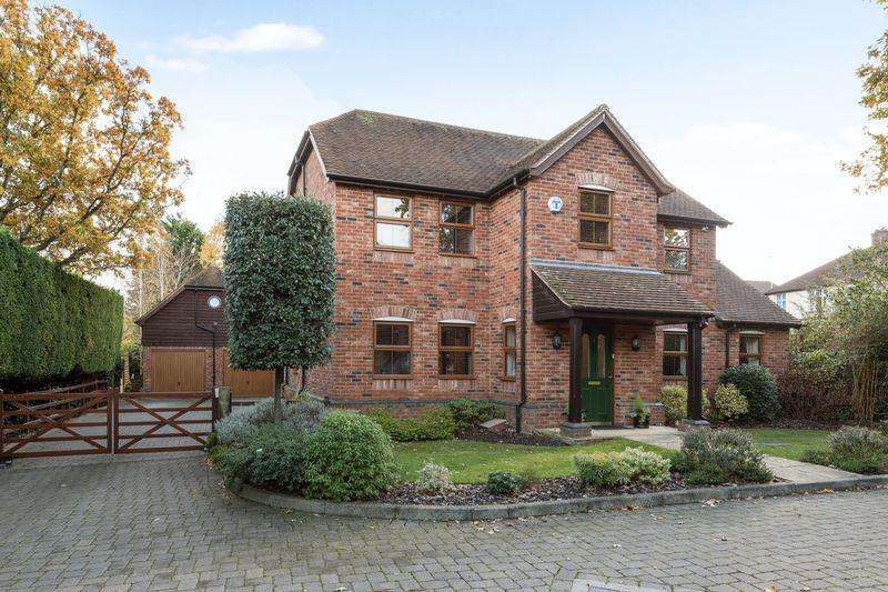 5 Bedrooms Detached House for sale in Paddocks Close, Ampthill
