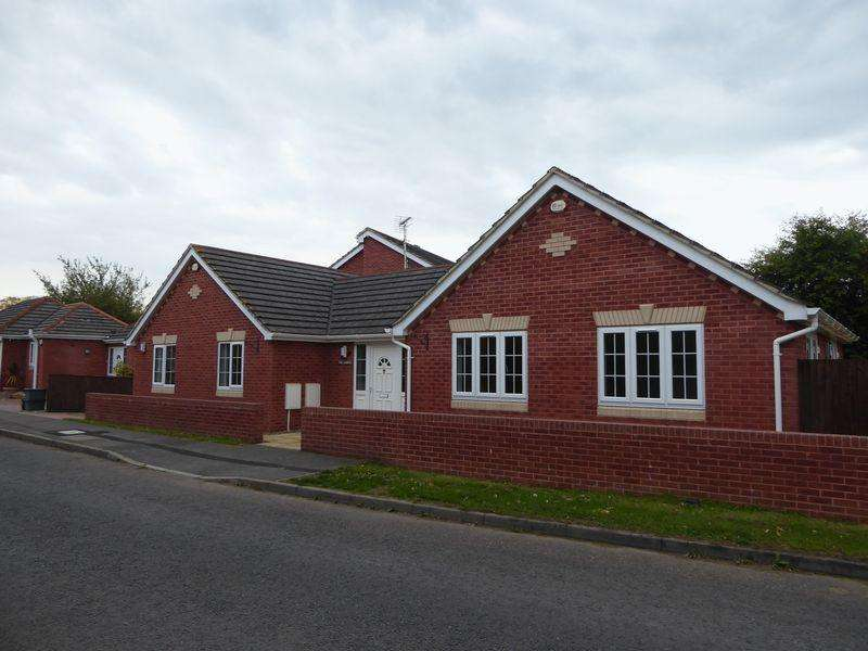 3 Bedrooms Detached Bungalow for sale in THE GABLES, ELMORE LANE WEST, QUEDGELEY, GLOUCESTER GL2 4PS