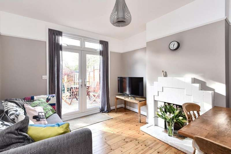 2 Bedrooms Flat for sale in Holmesdale Close, South Norwood