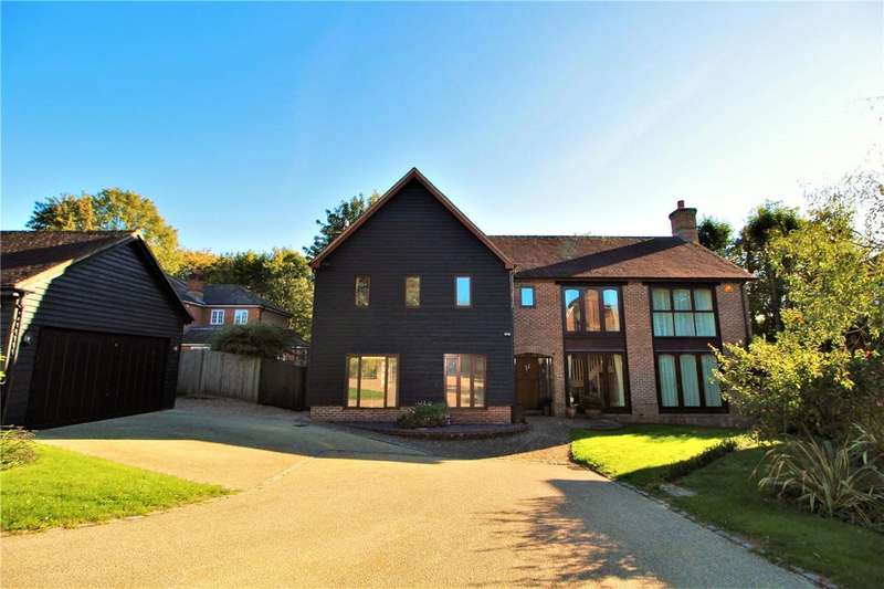 5 Bedrooms Detached House for sale in Convent Gardens, Findon Village, Worthing, West Sussex, BN14