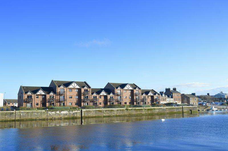 2 Bedrooms Flat for sale in North Harbour Street, Ayr