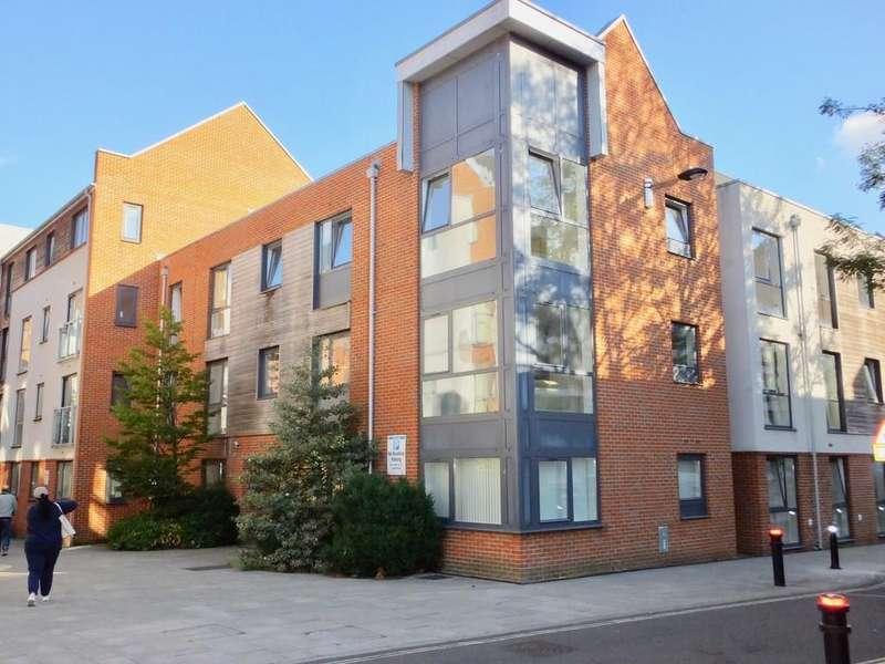 2 Bedrooms Flat for sale in Castle Way, Southampton