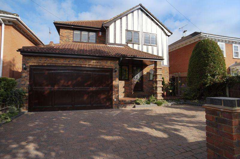 4 Bedrooms Detached House for sale in Thundersley Grove, Thundersley, Benfleet