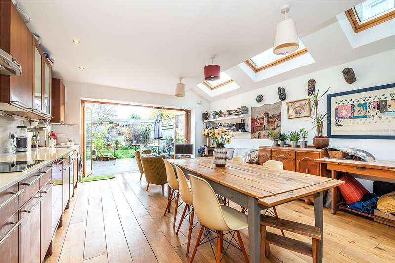 4 Bedrooms Terraced House for sale in Haverhill Road, London, SW12