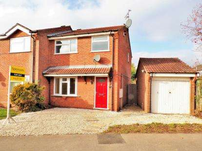 3 Bedrooms Semi Detached House for sale in Bayswater Drive, Glen Parva, Leicester, Leicestershire