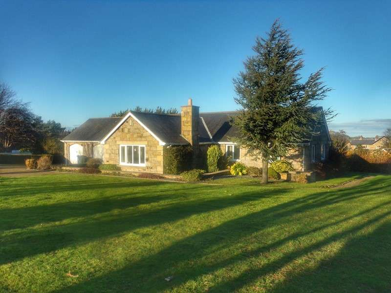 5 Bedrooms Bungalow for sale in Orchard Loaning, Rennington, Alnwick, Northumberland, NE66 3SF