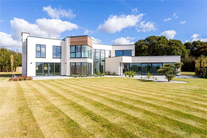 5 Bedrooms Detached House for sale in Brooks Green, Horsham, West Sussex, RH13