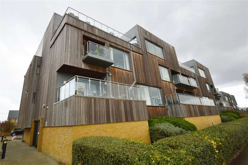 2 Bedrooms Apartment Flat for sale in Parade Walk, Shoeburyness, Southend-on-Sea, Essex, SS3