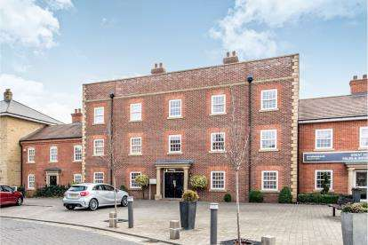2 Bedrooms Flat for sale in Greenkeepers Road, Great Denham, Bedford, Bedfordshire