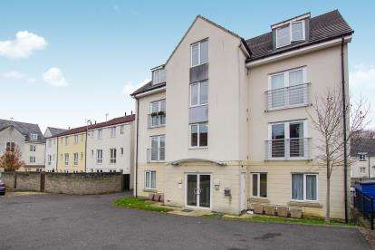 2 Bedrooms Flat for sale in Summit Close, Kingswood, Bristol, South Gloucestershire