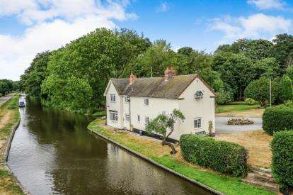 3 Bedrooms Detached House for sale in Teddesley Road, Penkridge, Stafford, Staffordshire