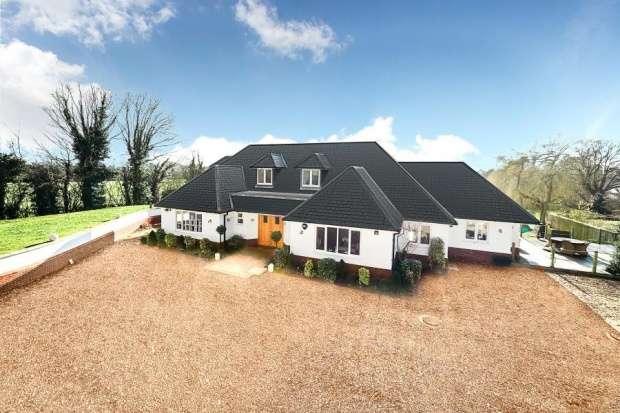 6 Bedrooms Detached House for sale in Crown Lane, Slough, Berkshire, SL2 3SQ